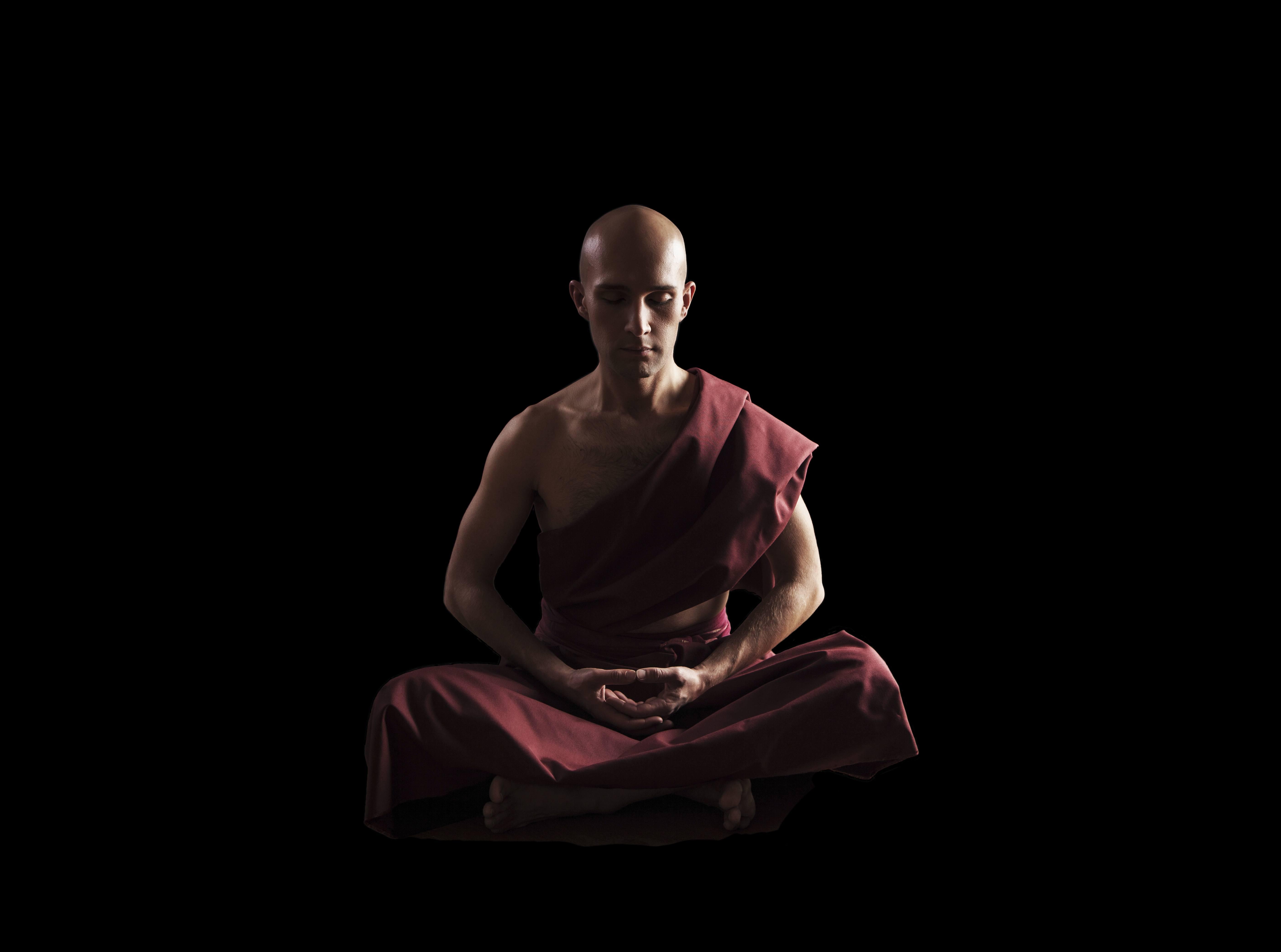 Pensamientos sobre pensamientos Monje zen meditando en almayogavida.com